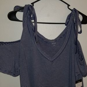 🆕️ NWT! Cold Shoulder striped top